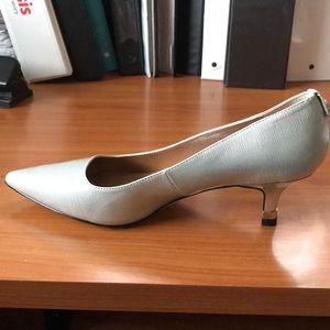 J Renee Silver shoes size 7